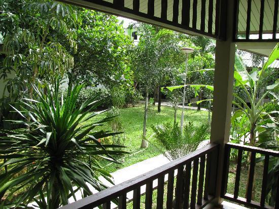 Lamai Inn 99: Garden area from our bungalow
