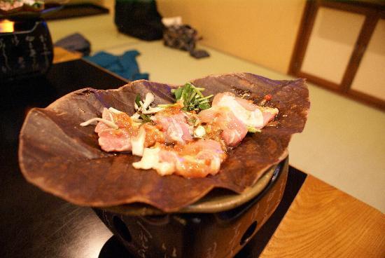 Moritaya: 軍鶏の朴葉焼き