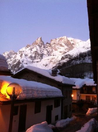Hotel Pilier d'Angle: vista monte bianco dall'albergo
