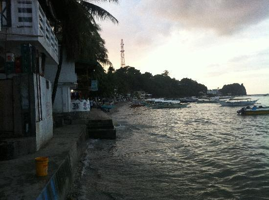ซาบังโอเอซิสรีสอร์ท: View of Sabang Beach - very small beach, not used of swimming.