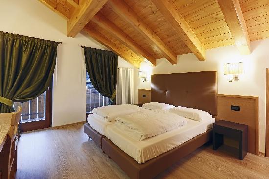 camera da letto appartamento mansardato - Foto di Residence Al Lago ...