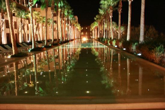 Kempinski Hotel Ishtar Dead Sea: Piscina davanti alle stanze