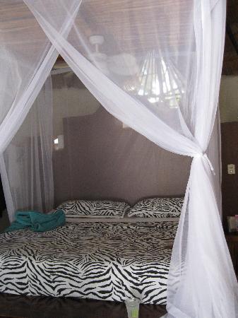 La Zebra: romantic bed