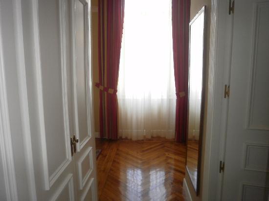 Gran Hotel Pelayo: entrada a la habitacion