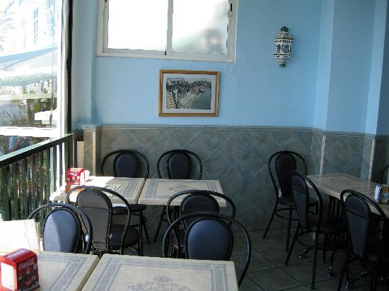 Cafeteria Calabella: cafe balcony