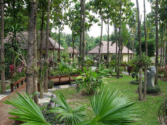 Oriental Kwai Resort: Garden