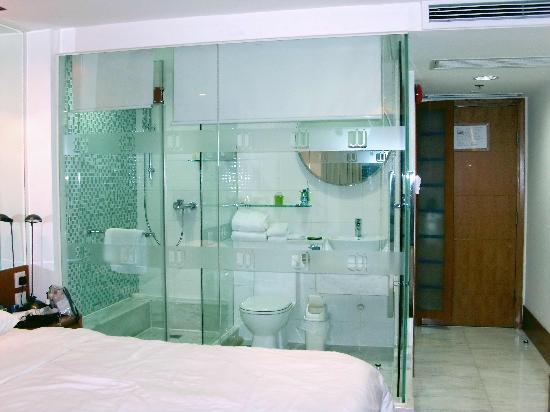 JJ Hotel: Deluxe Room - Bathroom
