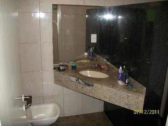 Hotel e Pousada Mykonos: Baño