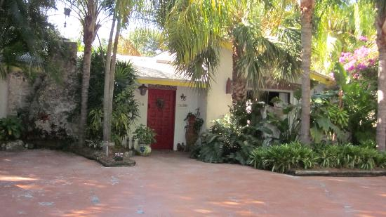 Casa Thorn Bed & Breakfast: Front of property