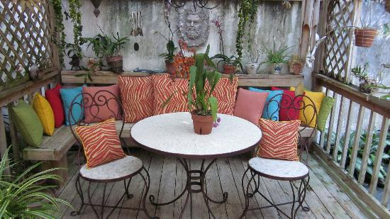 Casa Thorn Bed & Breakfast: Orchid patio
