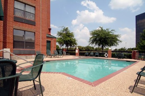 Magnuson Hotel Park Suites: Outdoor Pool
