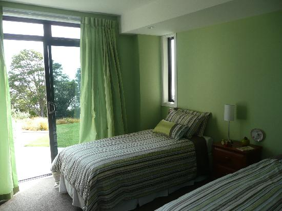 151 The Spur - Bed and Breakfast: twin bedroom