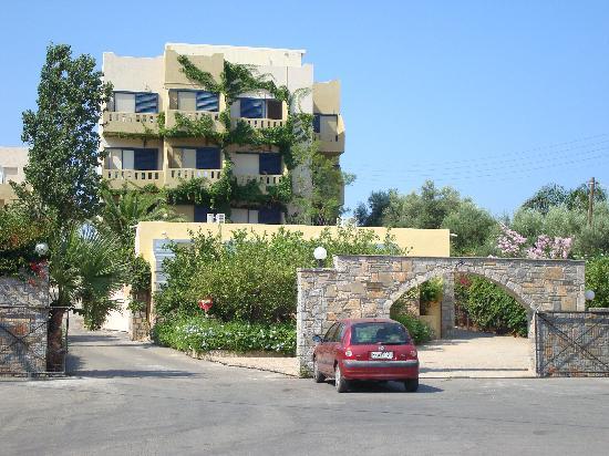 Hotel Almiros Beach: voorzijde hotel
