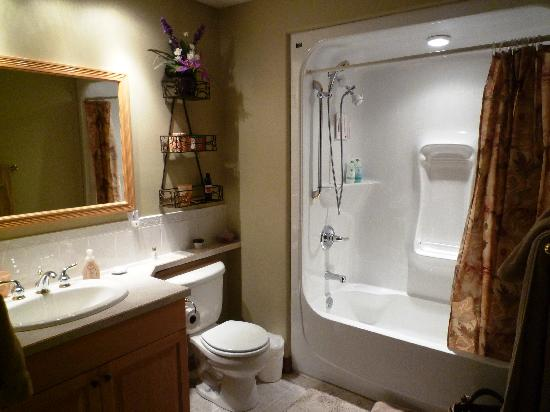 A Lake Shore Bed and Breakfast Wellness Spa: Our bathroom