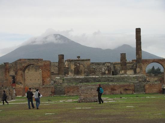 Ristorante Pizzeria Carlo Alberto: Pompeii with Mt. V in the background.