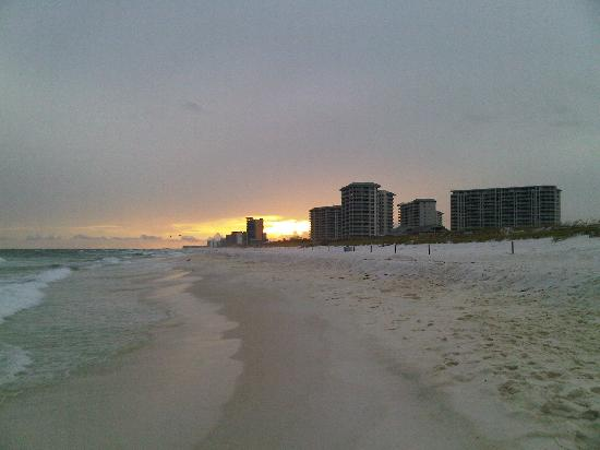 Destin, Floryda: Beach at Sunset in Front of Silver Shells
