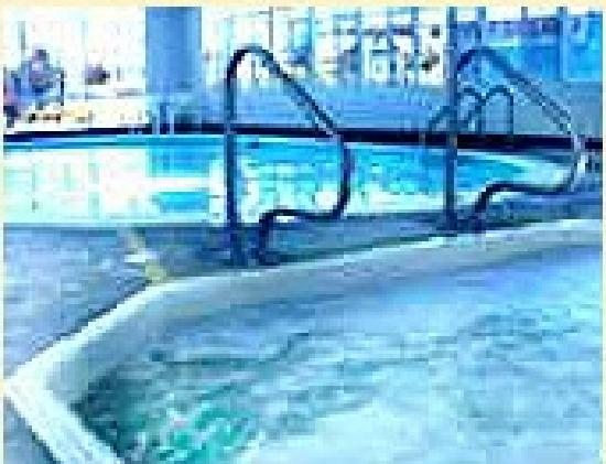 Penny Saver Inn: Pool and Hot Tub