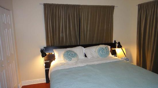 751 Meridian Apartments: Large bedroom