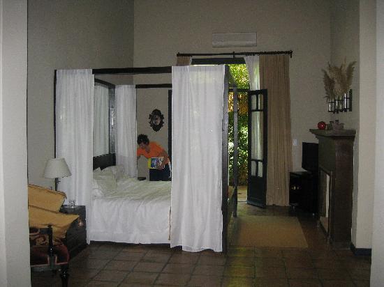 Legado Mitico Salta : la escritora room. bigger than pic looks