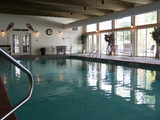 The Kancamagus Lodge: Our indoor pool, game room, and ping pong table