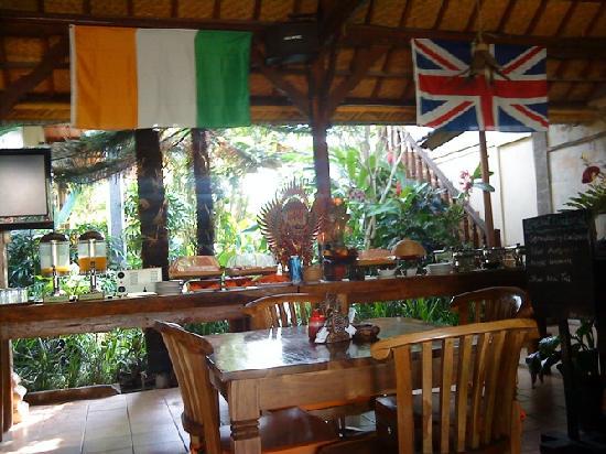 Kusnadi Hotel: buffet breakfast