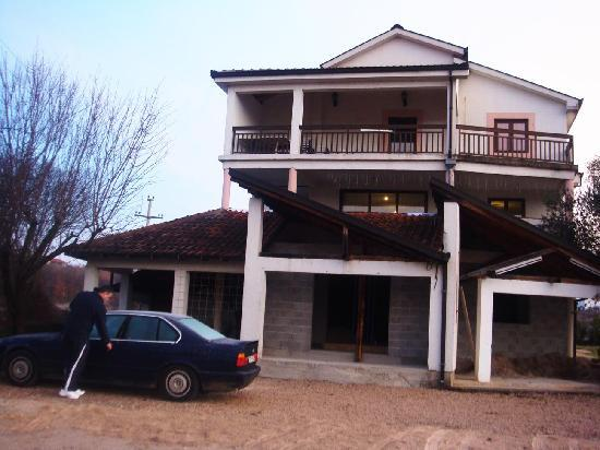 Guesthouse Pansion Robi Medjugorje: Pansion Robi, homely and cozy hotel, a 15-min walk from the city center of Medjugorje.