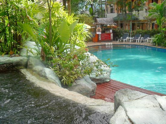 The Viridian Resort: Outdoor Swimming pool & Jacuzzi