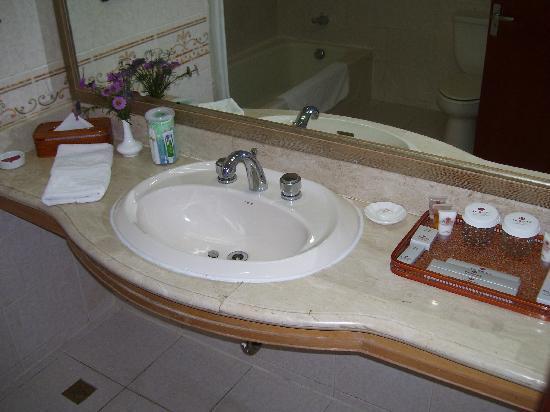 Zhonglin International Hotel: Bathroom toiletries