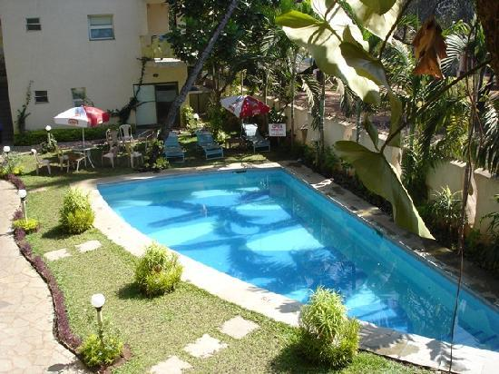 FabHotel Sharanam Green Resort Calangute: swimming pool area