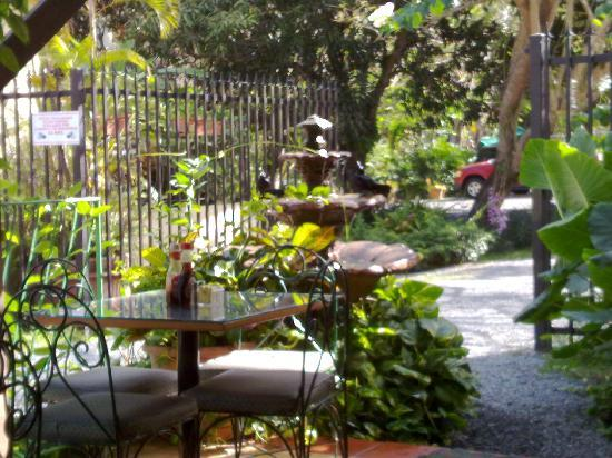 Antojitos Puertorriquenos : outdoor table and the well maintained private lot with a big fountain