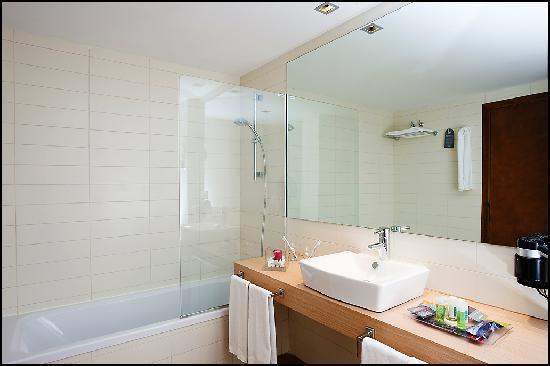 Baño Pueblo Acantilado Suites