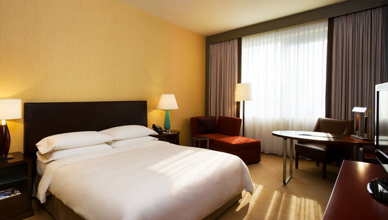 Sheraton Poznan Hotel: Guest Room