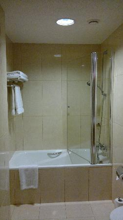 Holiday Inn Accra Airport: Shower