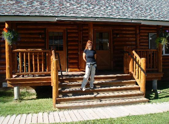 Talkeetna Cabins: DANIELA OUTSIDE CLIENTS CABIN