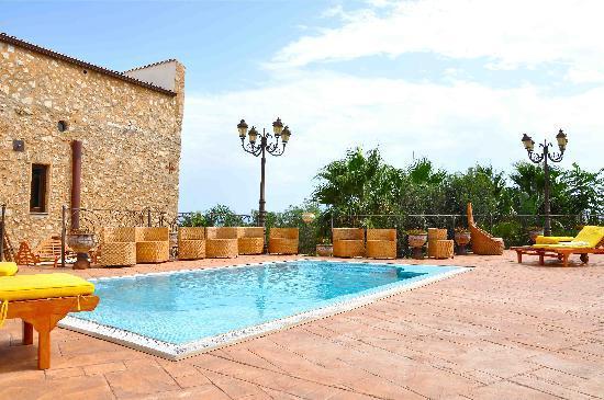 Hotel La Batia : POOL AREA