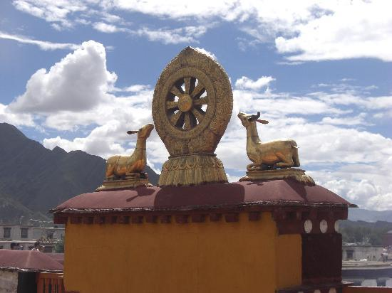 Lhasa, الصين: Auf dem Jokhang-Tempel