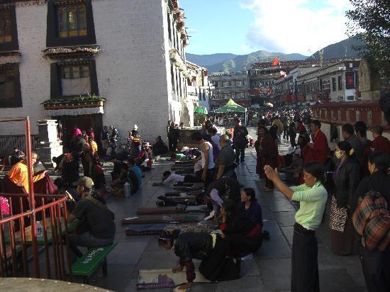 Lhasa, Kina: Vor dem Jokhang-Tempel 2