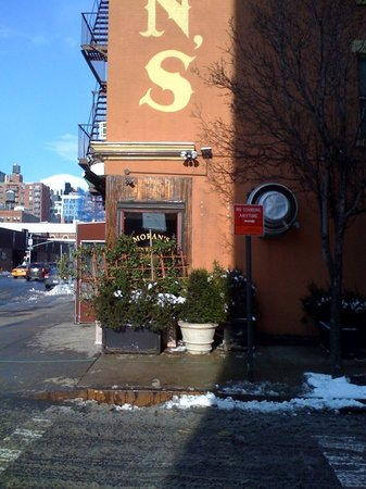 Moran's Restaurant : Inspection grade hidden behind plants