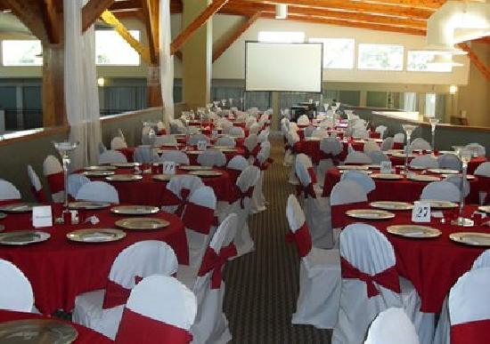 Clarion Inn University Plaza: Banquet/meeting room with audio/visual equipment