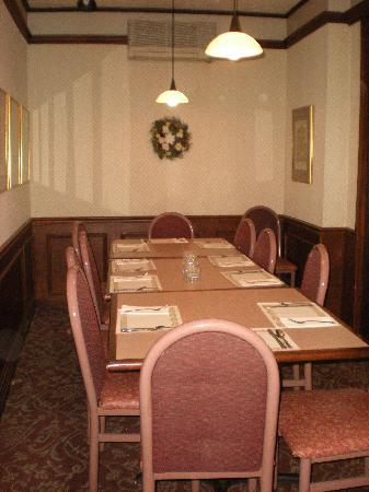 The Cottage Restaurant and Red Carpet Inn and Suites: Morgan Room