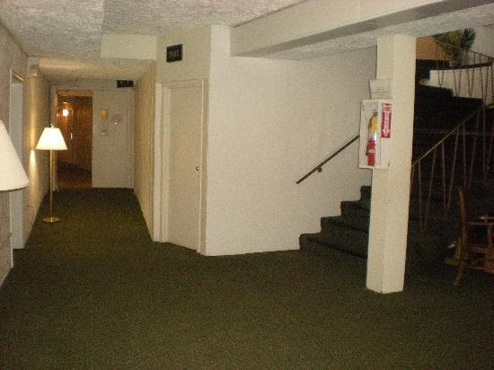 The Cottage Restaurant and Red Carpet Inn and Suites: 3rd Floor Entrance