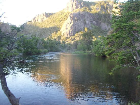 Rio Hermoso Hotel de Montana: Atardecer en Río Hermoso, a las 9 pm!