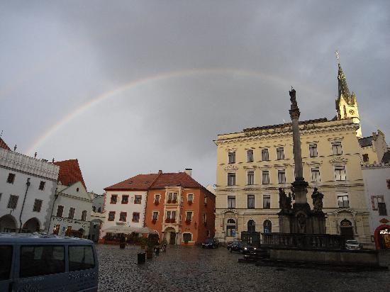 Český Krumlov, Česká republika: 市の中心広場で見た虹