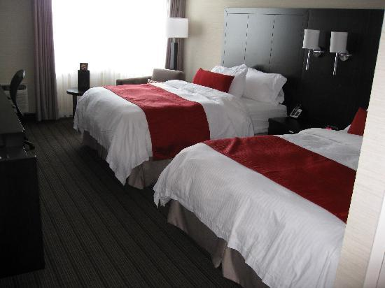 Delta Hotels by Marriott Sault Ste. Marie Waterfront: room