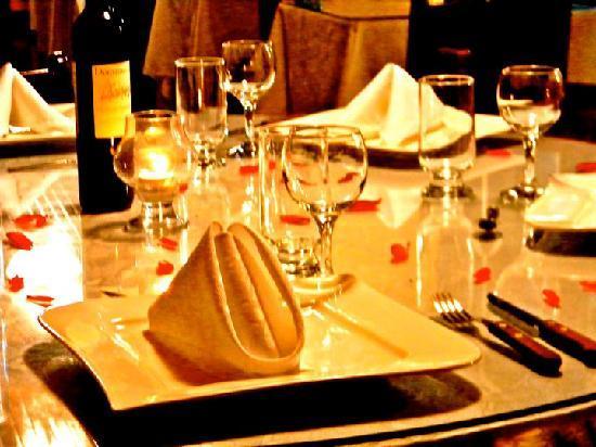 Hotel Brilla Sol: restaurant tables