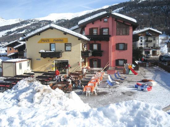 Hotel Astra: Veduta dalle piste da sci