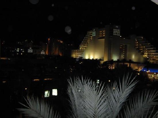 Isrotel Lagoona: Vista nocturna desde el Hotel