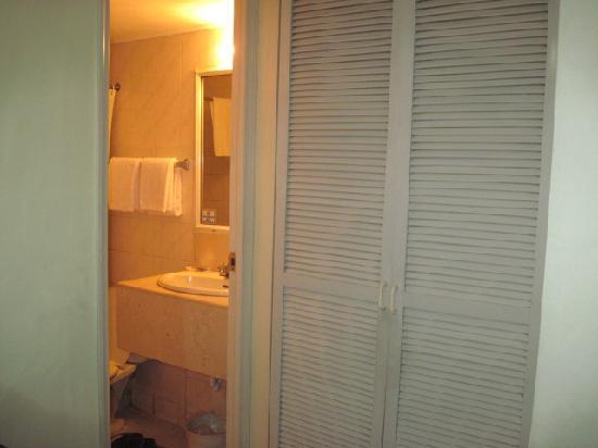 Harbor Town Hotel: toilet
