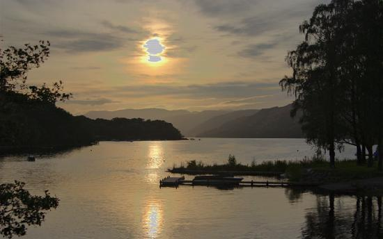 The Achray House Hotel and Lodges: Sunset on Loch Earn