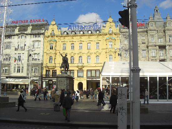 Zagreb, Croatie : Trg Bana Josipa Jelačića